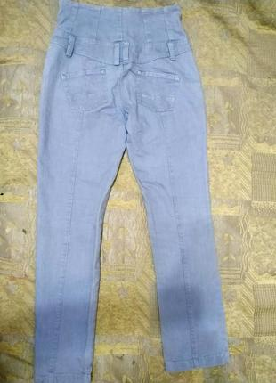 Брендовые джинсы с высокой посадкой