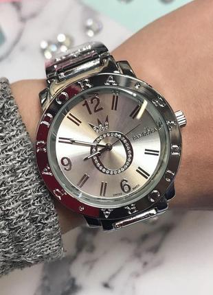 Женские наручные часы в серебристом цвете
