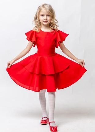 Платье с воланами не оставит равнодушными ни девочек, ни их мам.
