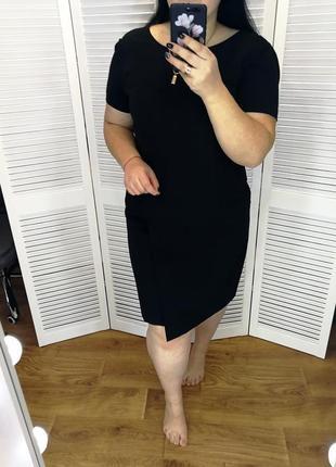Черное платье-футляр низ с имитацией запаха, р. 18.
