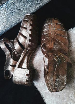 Крутые желейки туфли босоножки средний каблук сандали ocean club