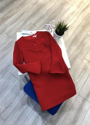 Стильное красное платье трапеция с длинным рукавом и баской, чехол из неопрена