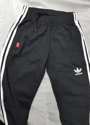 Спортивные штаны adidas чёрные зауженные унисекс брюки4 фото