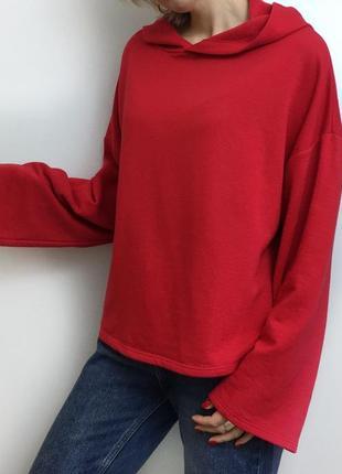 Красное худи zara с широкими рукавами