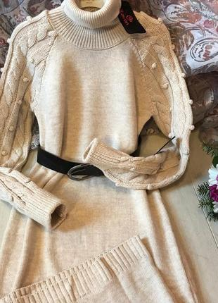 Шикарное платье-миди из объемного вязаного трикотажа