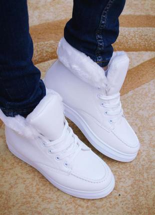 Белые кроссовки на меху р. 412