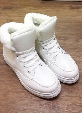 Белые кроссовки на меху р. 414