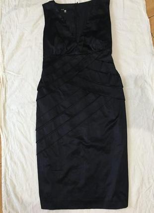 Платье атласное чёрное, силуэт карандаш.