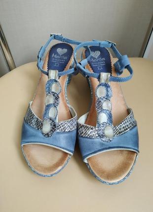 40 p. marila симпатичные босоножки сандалии под рептилию