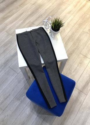 Серые тёплые брюки скинни меланжевые с чёрной полосой, лосины с лампасами