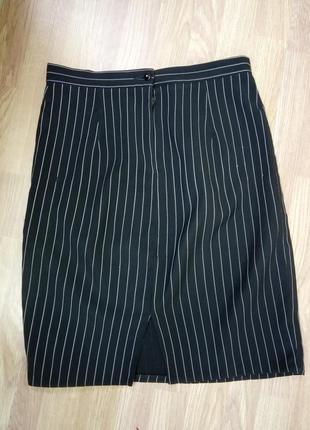 Классическая, офисная, прямая юбка со шлицой