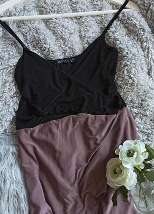 Очень еоасивое макси платье в пол с вырезами по бокам на запах