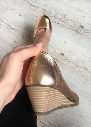 Новые натуральные фирменные туфли 36р.6 фото