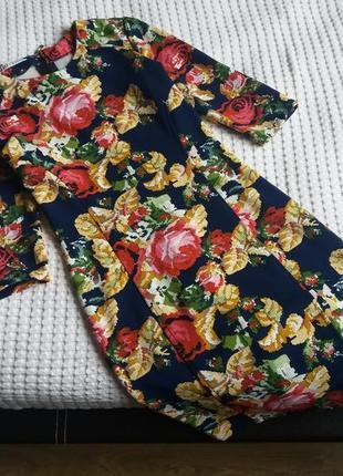 Миди платье в цветочный принт по фигуре