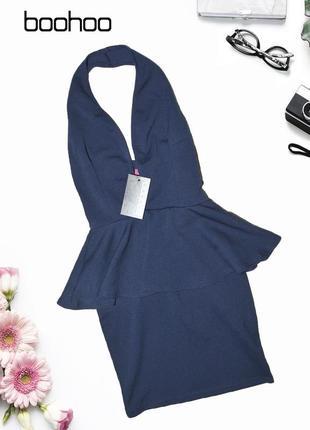 Облегающее платье с баской и вырезом boohoo