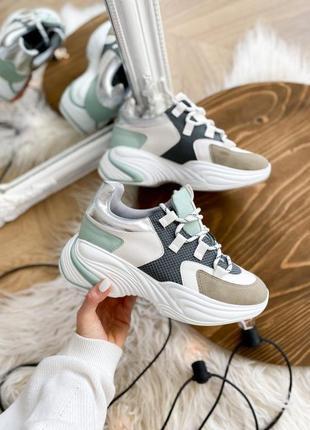Кроссовки с замшевыми вставками