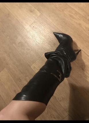 Ботфорты из натуральной кожи на очень худую ногу