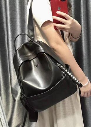 Кожаный шикарный рюкзак черный