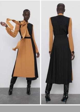 Потрясаю платье с комбинированной тканью,плиссе