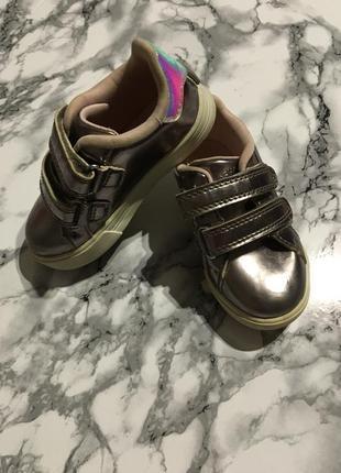 Бомбические кроссовки oshkosh металлик 14 см по стельке
