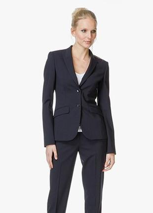 Фирменный костюм hugo boss, размер 38/40