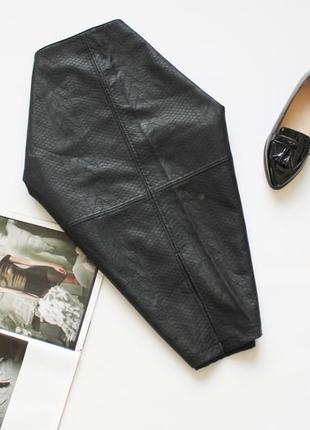 Красивая юбка карандаш эко кожа черная рептилия 20 размер