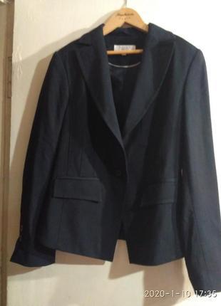 Шикарный костюмный пиджак, жакет очень стильный р. 10-12