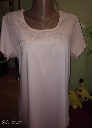 Милая футболочка с вышивкой по кокетке--l-xl-biaggini-новая