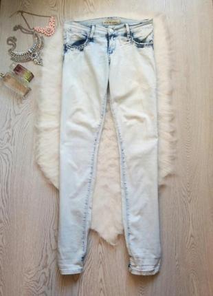 Светлые голубые джинсы с резинками стрейчевые белые джоггеры скинни узкачи