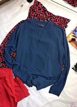 Синя блуза з оригінальним вирізом
