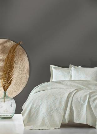 Жаккардовое покрывало турецкого производства  на двухспальную кровать