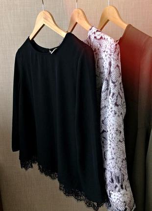 Чорна шифонова блуза з кружевом по низу йде трапецією розмір – s