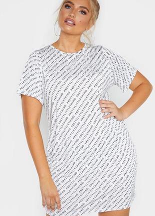 Prettylittlething. товар из англии. платье футболка с логотипами бренда.