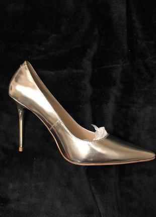 Каблуки / туфли на среднем каблуке / туфли на высоком каблуке