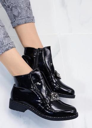 Новые шикарные женские демисезонные  черные лаковые ботинки