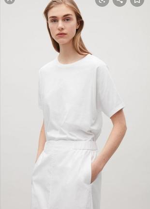 Белая футболка cos