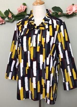 Яркая хлопковая блузка прямого покроя с абстрактным принтом и присобранным воротом cos