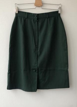 Красивая зелёная благородная юбка