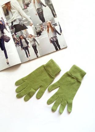 Перчатки benetton травяного цвета.