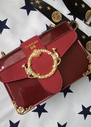 Маленькая женская лаковая сумка marc jacobs бордовая (дефект)