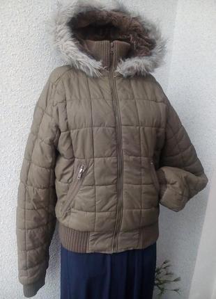 Курточка цвета хаки с меховым капюшоном clockhouse