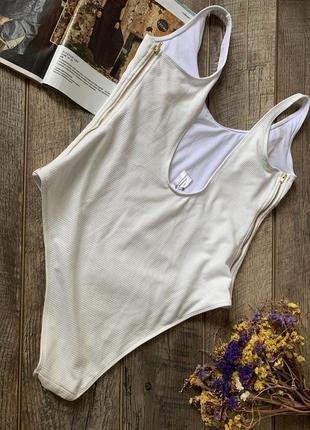 Белый фактурный слитный купальник2 фото