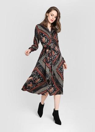 Платье миди с принтом «цепи» ostin