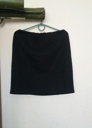Чорна юбка.