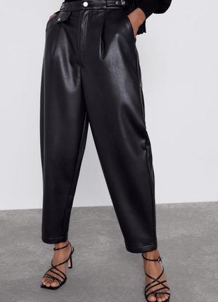 Нові штани з еко шкіри / брюки вільного крою з високою посадкою zara slouchy - 34