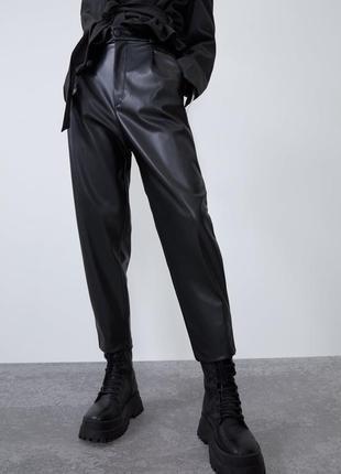 Штани / брюки з еко шкіри з високою посадкою zara - m в наявності