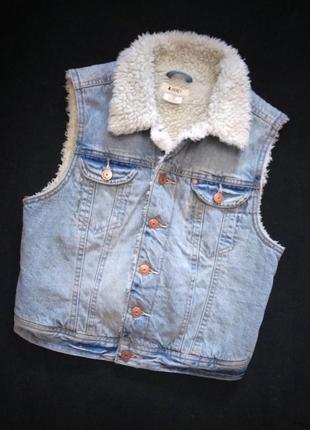 Утеплённая джинсовая жилетка