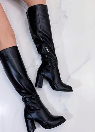 Новые женские зимние кожаные черные сапоги на каблуке
