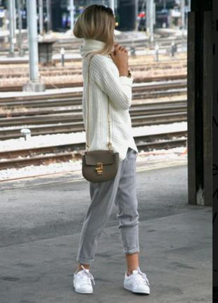 Классные,комфортные зауженные брюки трендового цвета