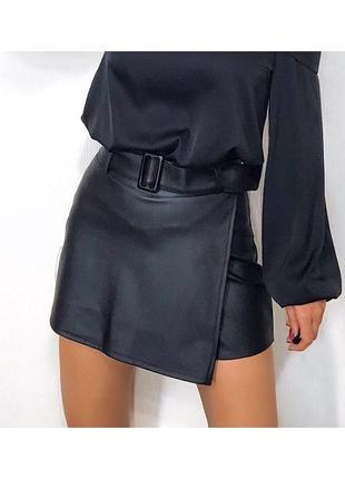 Кожаные юбка-шорты с поясом2 фото
